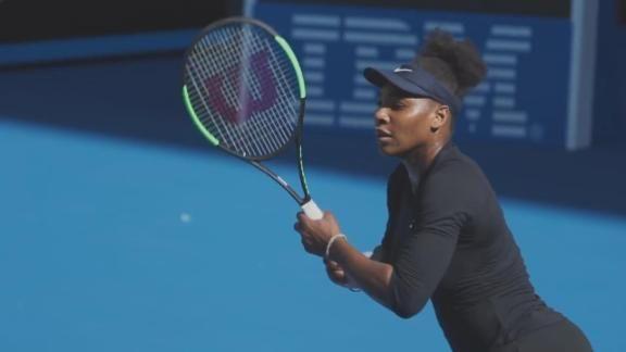 Serena williams entrenando en hotpants 9