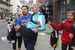 Joe Andruzzi helps at marathon