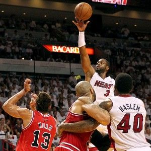 Dwyane Wade, Heat come alive in 4th to eliminate Bulls