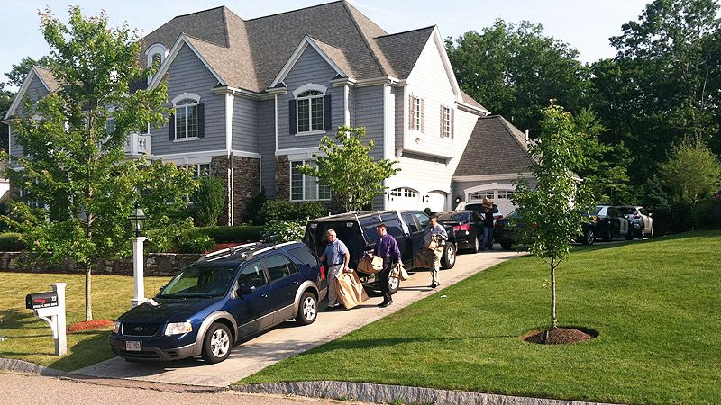 Aaron Hernandez's home searched