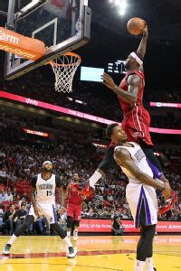 LeBron James dunk highlights Heat's big win vs. Kings