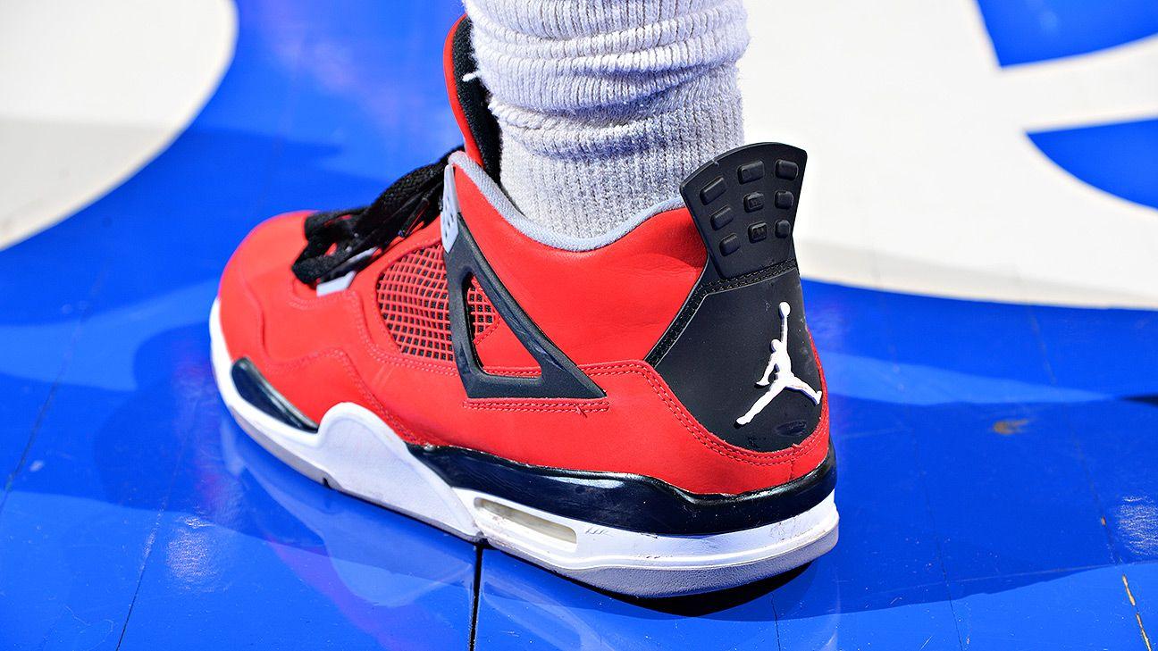 Michael Jordan apologizes over shoe