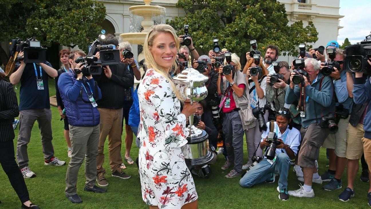 Kerber celebrates Australian Open win by jumping into Yarra River