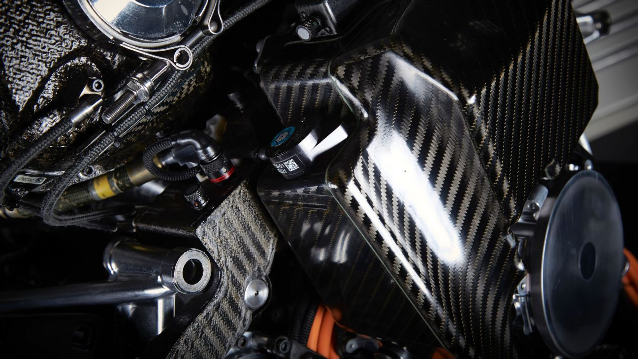 F1 could reconsider engine rules if big gap remains in 2017