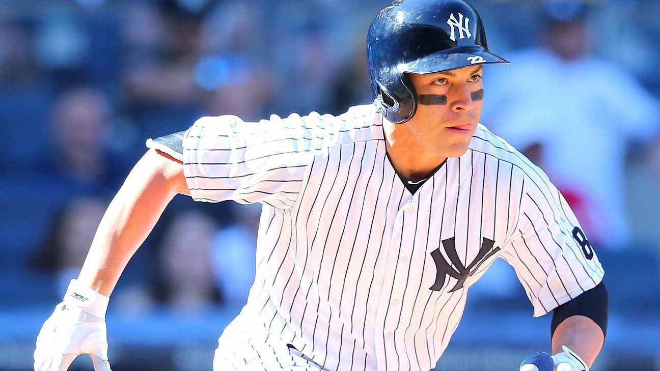 Ellsbury exits after banging head into CF wall