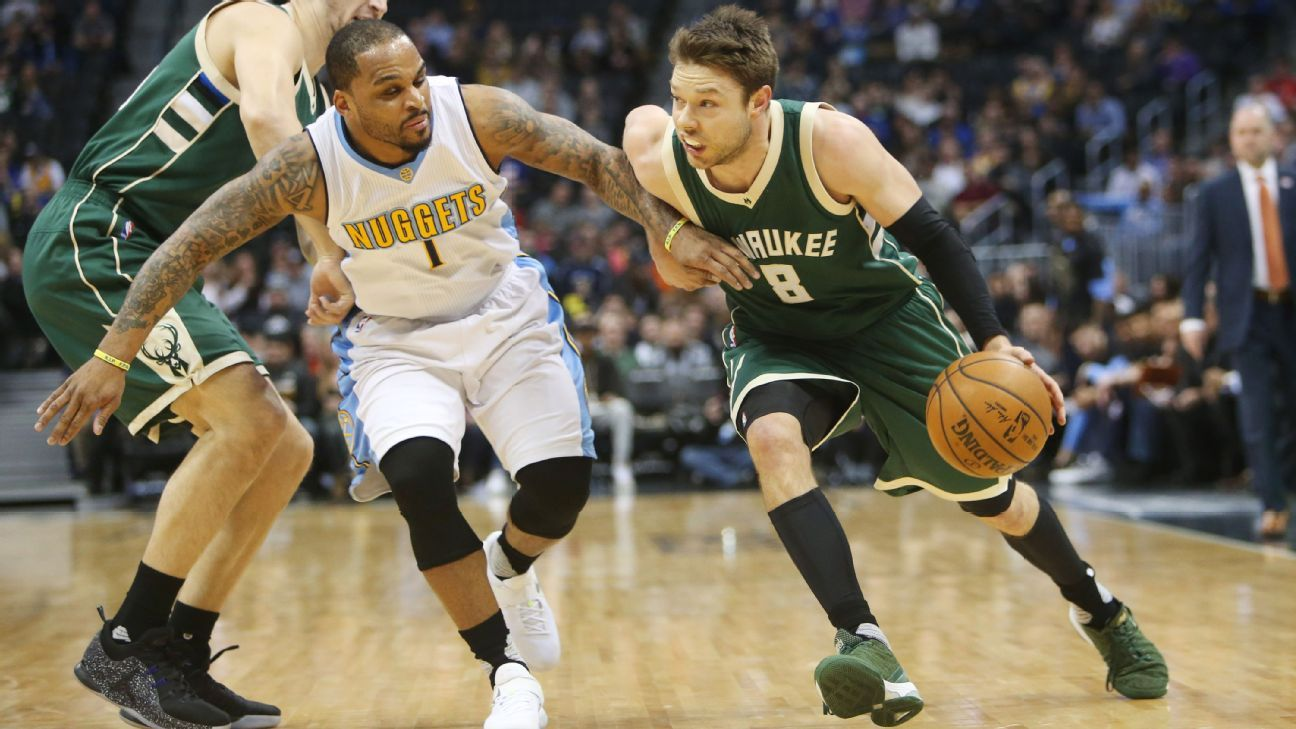 Milwaukee Bucks guard Matthew Dellavedova out 3-4 weeks with right ankle sprain