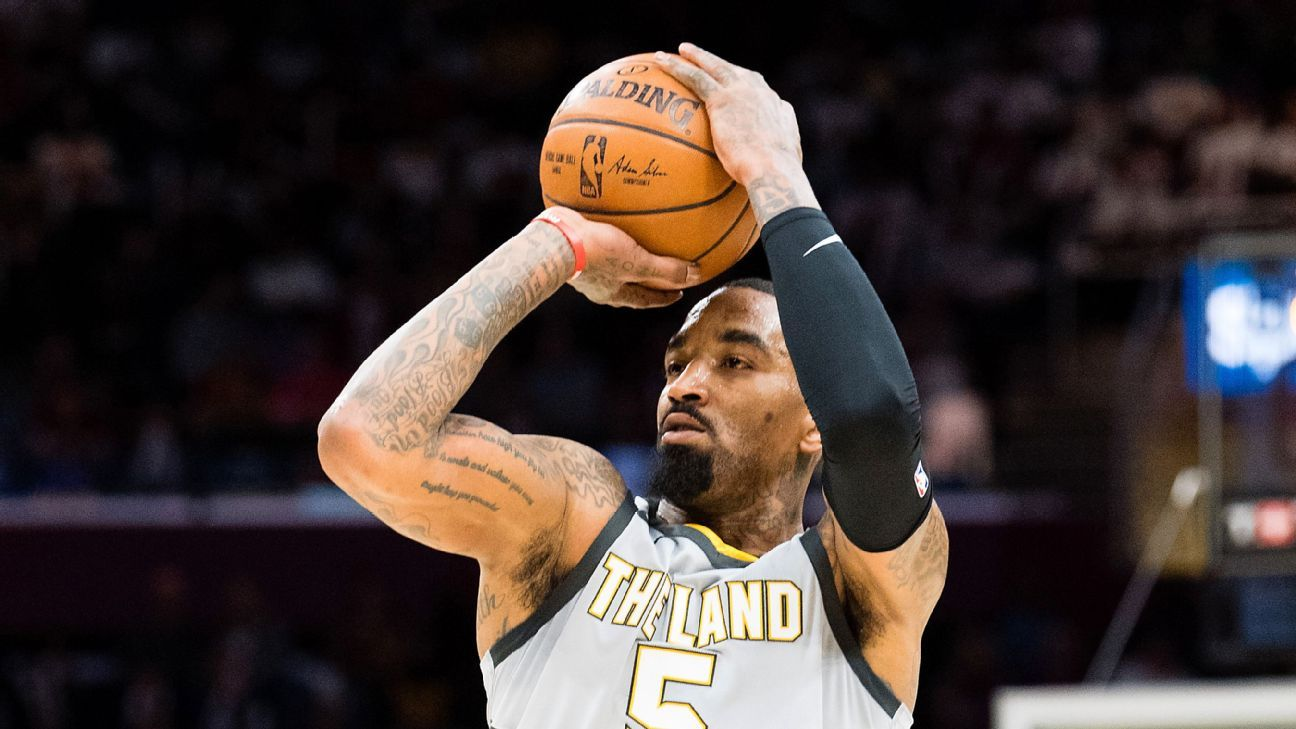 Cleveland Cavaliers shake up starting lineup by bringing JR Smith off bench against Phoenix Suns