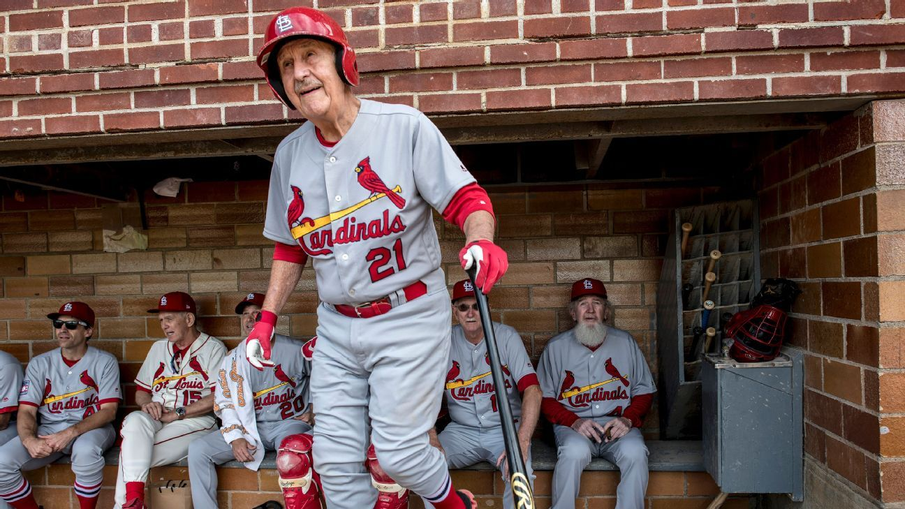 Happy camper: An 87-year-old Cardinals fan helped remind Hall of Famers 'why we love this game'