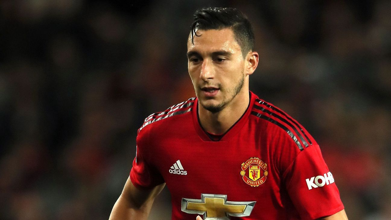 Mourinho expects Darmian to stay at United