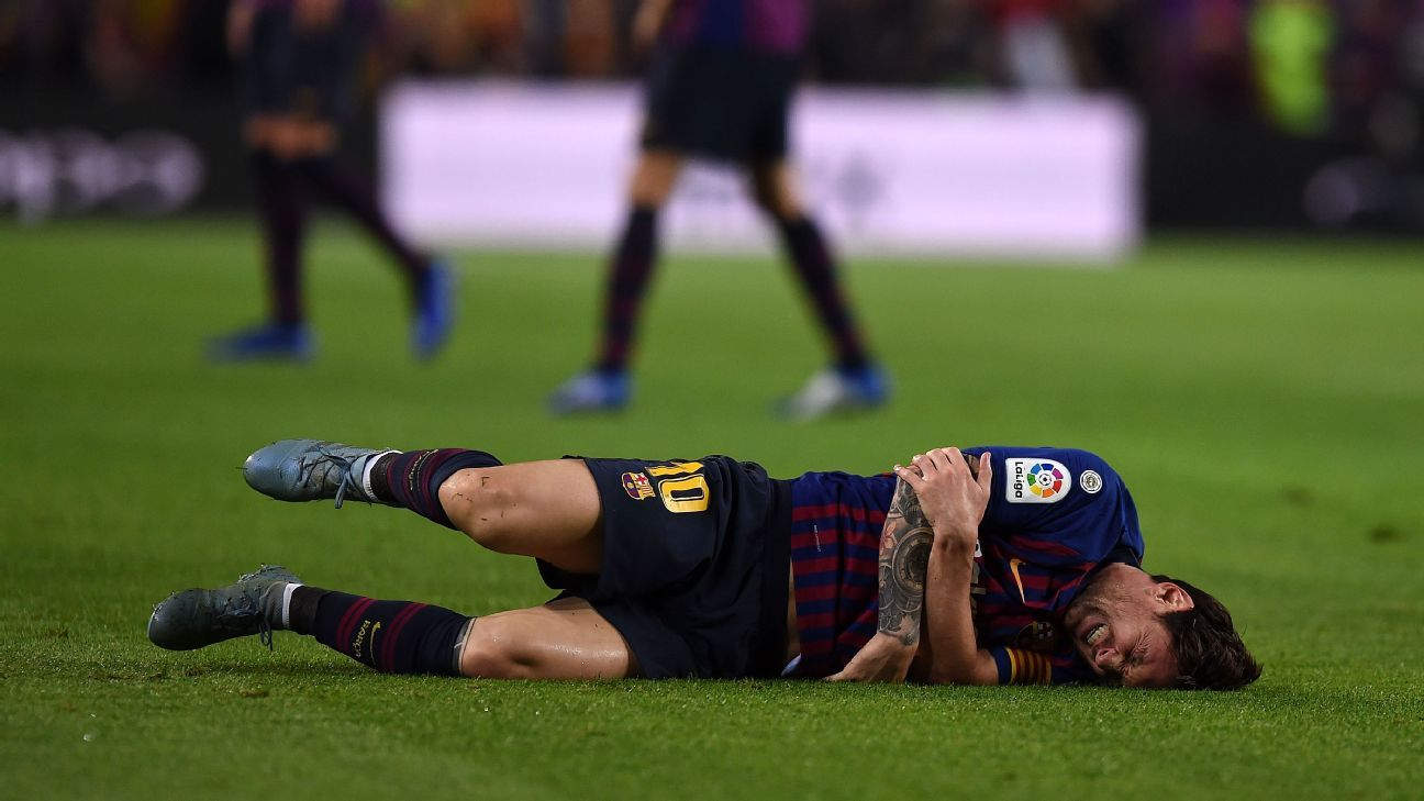 Barcelona's Lionel Messi out three weeks with fracture in right arm