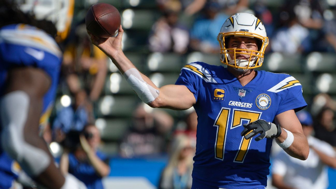 Chargers quarterback Philip Rivers on Sunday tied an NFL record when he completed 25 consecutive passes against the Cardinals.