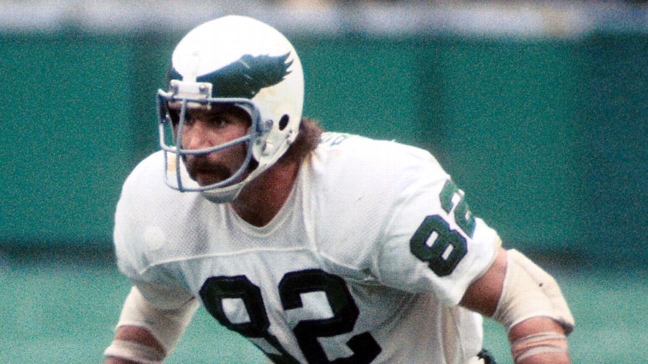Tim Rossovich, a consensus All-America defensive end at Southern California who was named to the 1969 Pro Bowl with the Eagles before going on to an acting career, has died. He was 72.