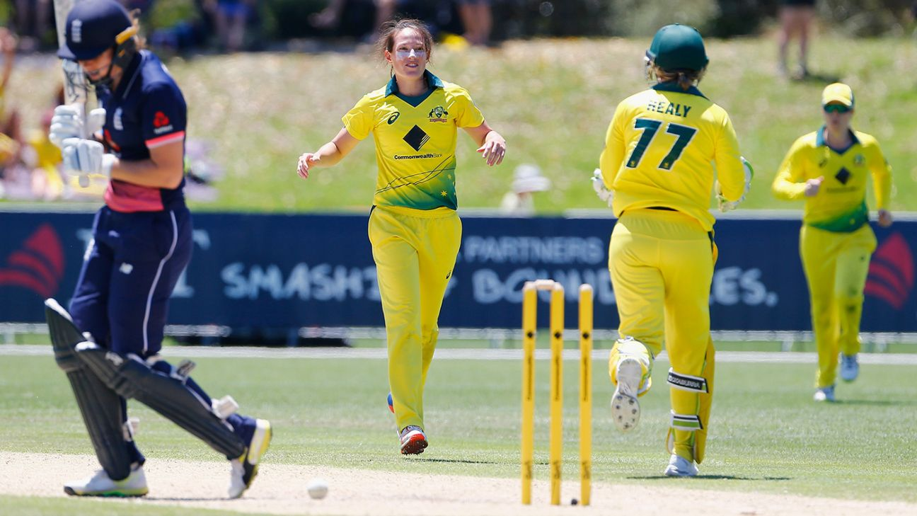 'Schutt is setting benchmark for bowlers around the world'