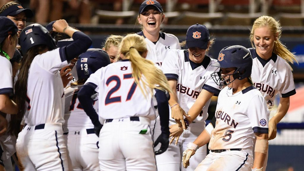 Auburn walks off in extras to force Game 3