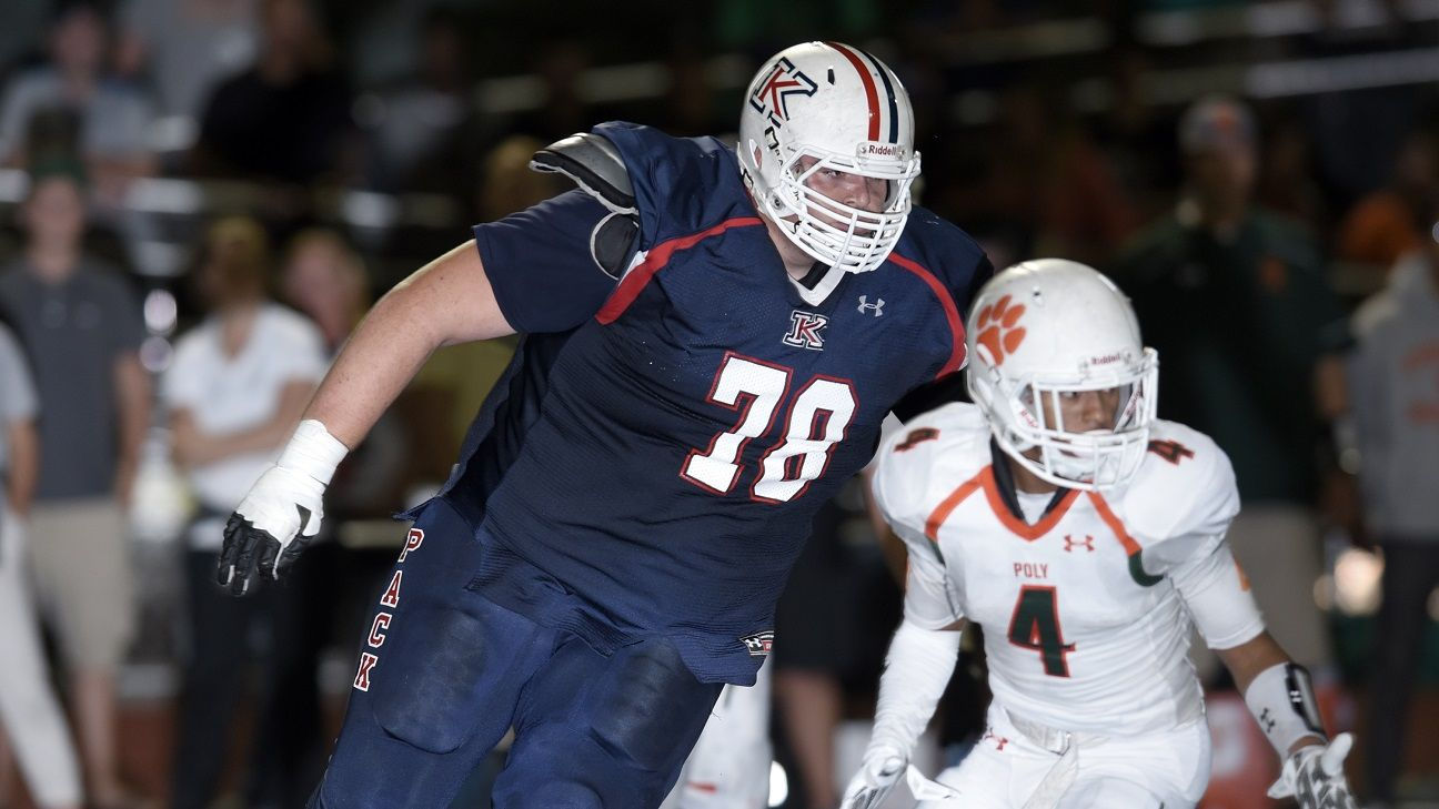 This 7 Foot Tall 440 Pound Defensive Lineman Towers Over