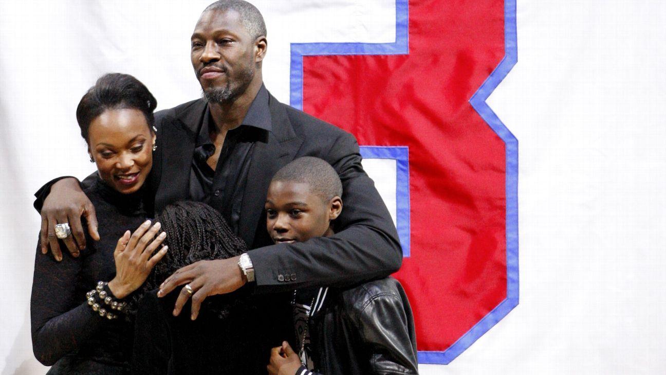 Detroit Pistons Retire Ben Wallace S Jersey Honoring 2004