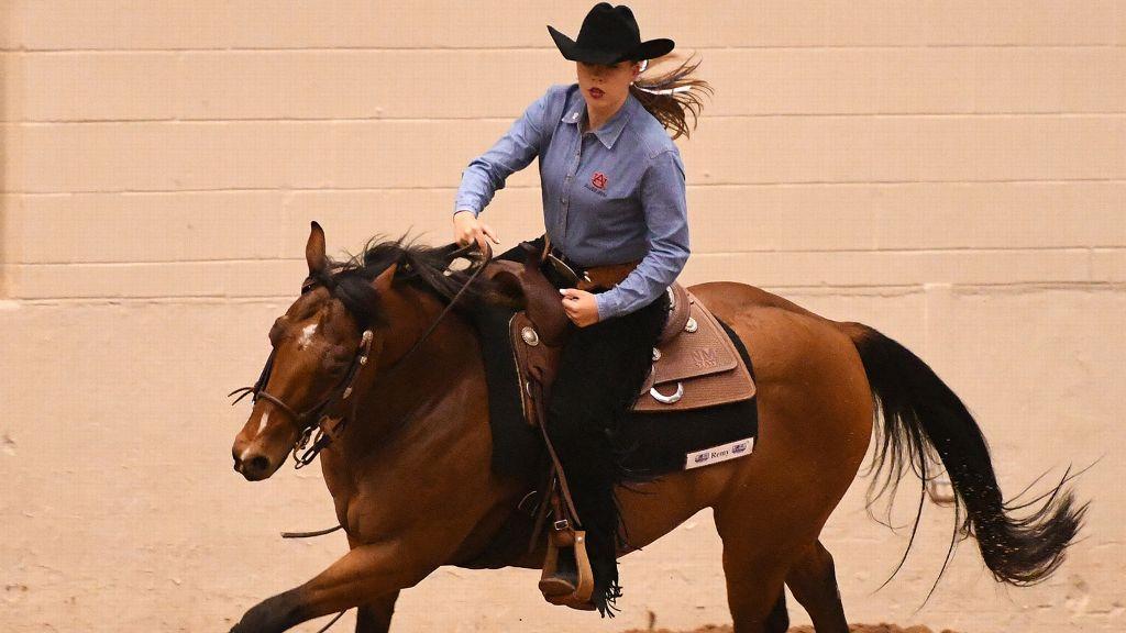 Auburn equestrian glides into semifinal