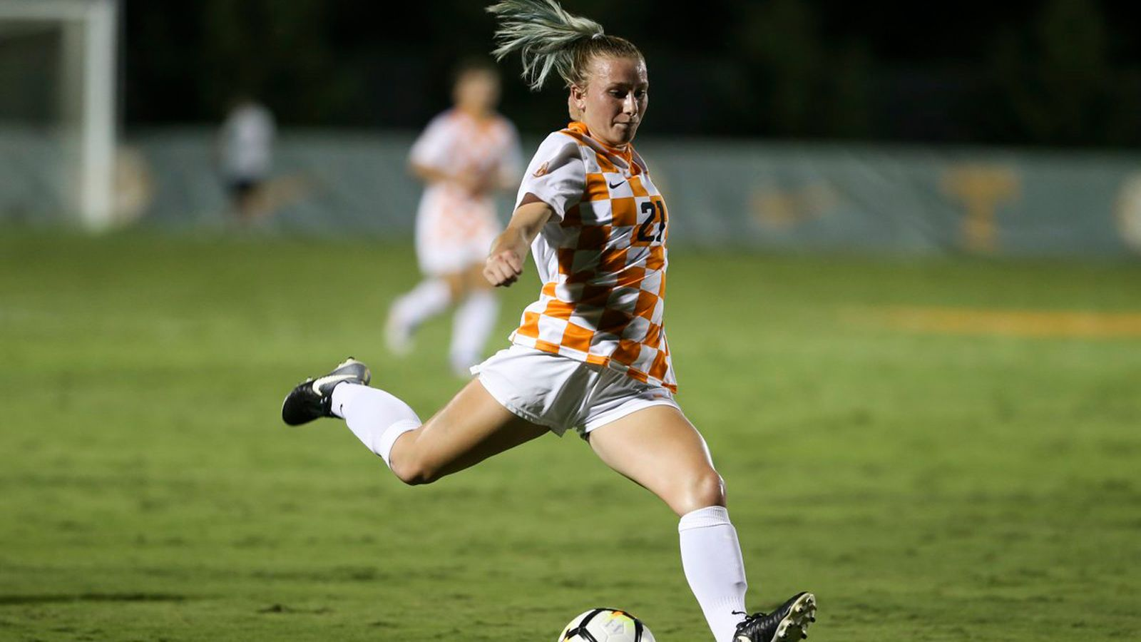 No. 19 Vols top Bulldogs 4-0