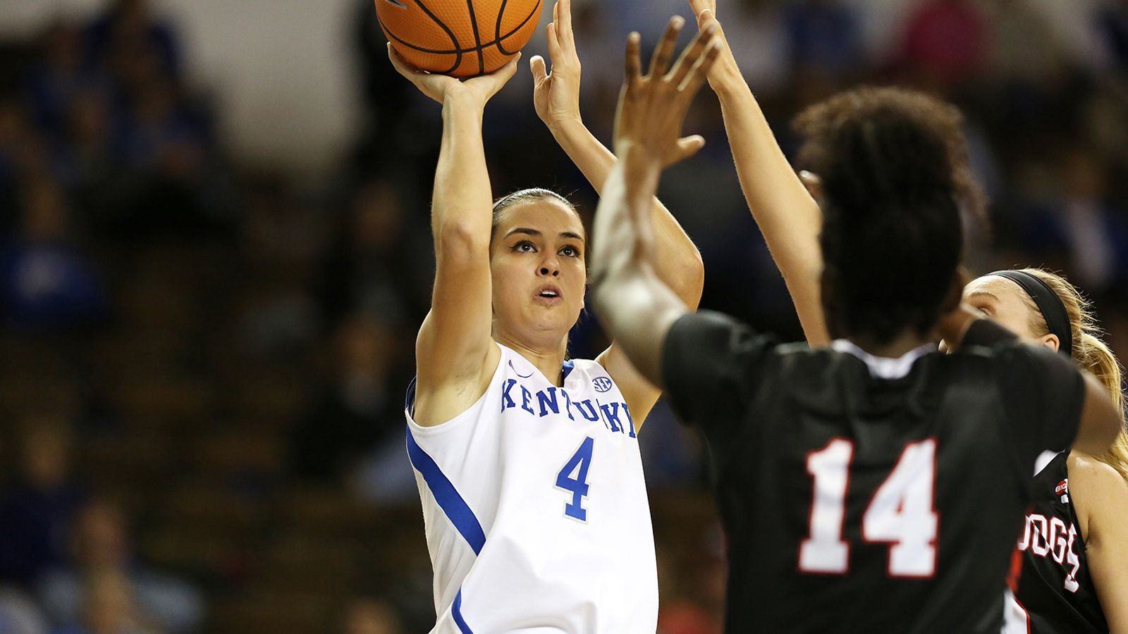 No. 25 Kentucky holds off Washington State 73-68