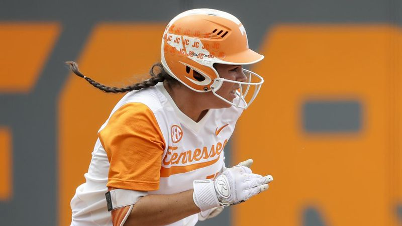 No. 11 Tennessee downs No. 2 Oregon 1-0