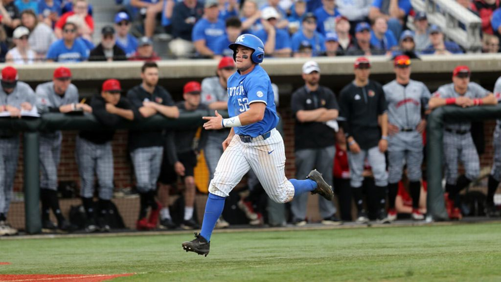 No. 9 Kentucky ends road trip with loss to Louisville