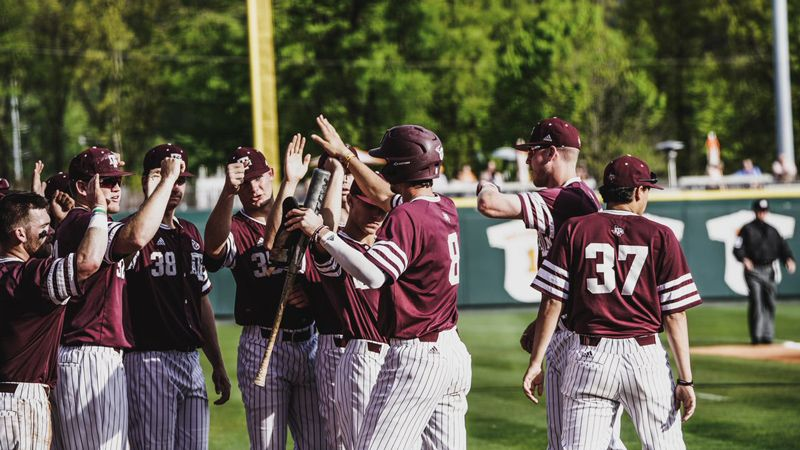 No. 14 Texas A&M breezes past Tennessee 8-3