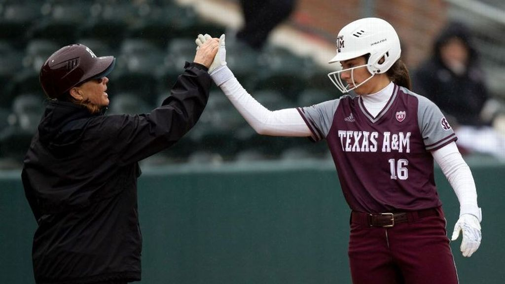 No. 19 Aggies walk off to salvage split