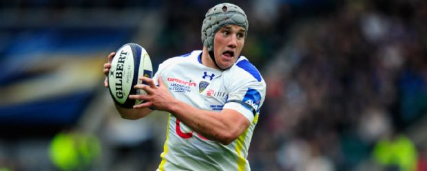 Jonathan Davies carries the ball for Clermont