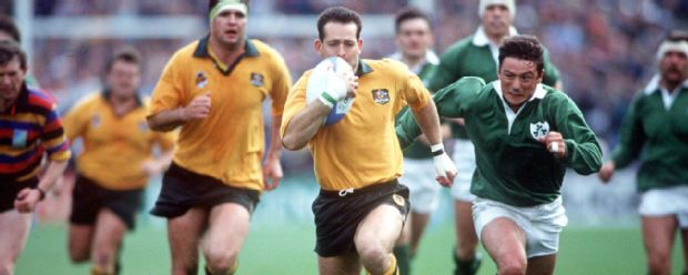 Australia's David Campese races away from Ireland's Rob Saunders to score a try