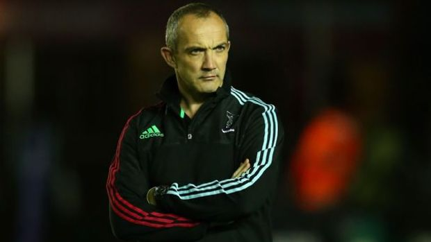 Conor O'Shea watches on as Harlequins warm-up