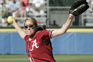 Alabama's Kelsi Dunne has plenty of WCWS experience, pitching in 40.2 career innings.