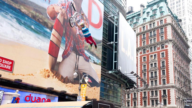 Brett Banasiewicz does his best T.J. Lavin impersonation for the crowd in Times Square. a class=launchGallery href=http://espn.go.com/action/photos/gallery/_/id/6672545/air-square-megaramp-asa-triplesiLaunch Gallery »/i/a