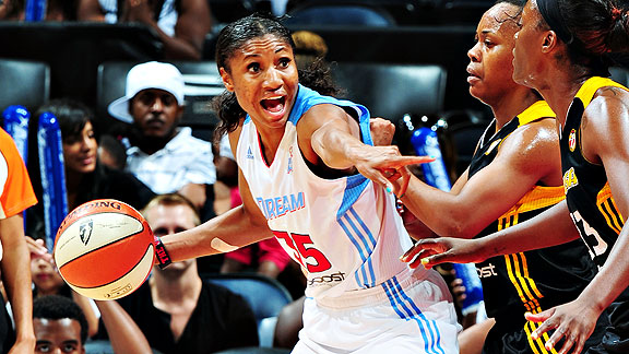 Angel McCoughtry averaged 29.8 ppg in four regular-season games against the Sun.
