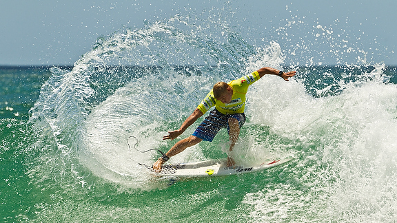 Mick Fanning ended his 2011 season with an injury, but with a good showing in the final at the Breaka Pro the two-time world champ appears to be on the mend.