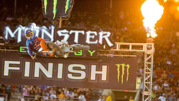 Ryan Dungey returned to the top of the podium at the AMA Supercross finale in Las Vegas.