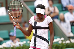 In a familiar scenario these days, Venus Williams made 33 unforced errors against the younger, quicker Agnieszka Radwanska.
