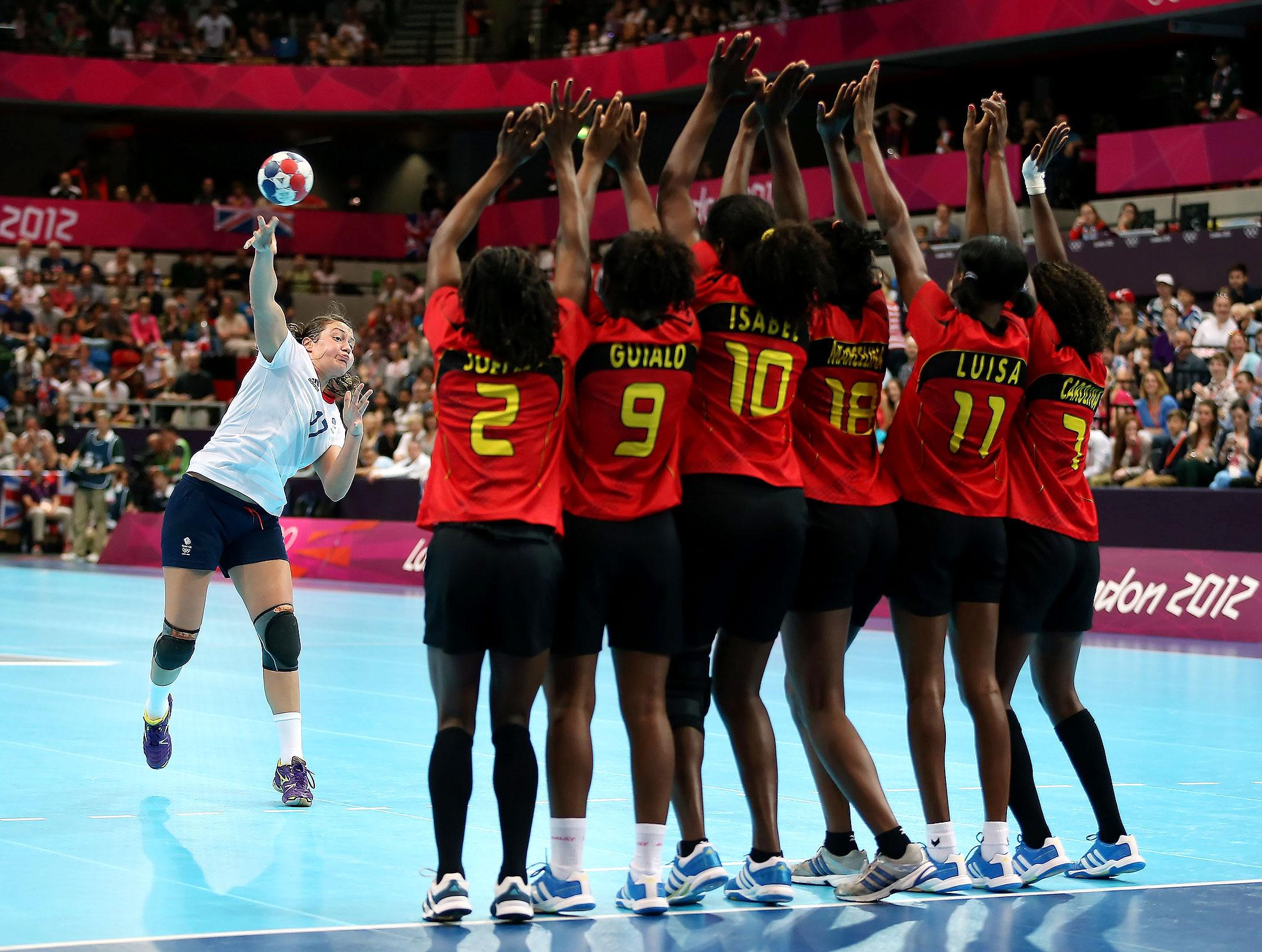 Ewa Palies faces Angola defenders