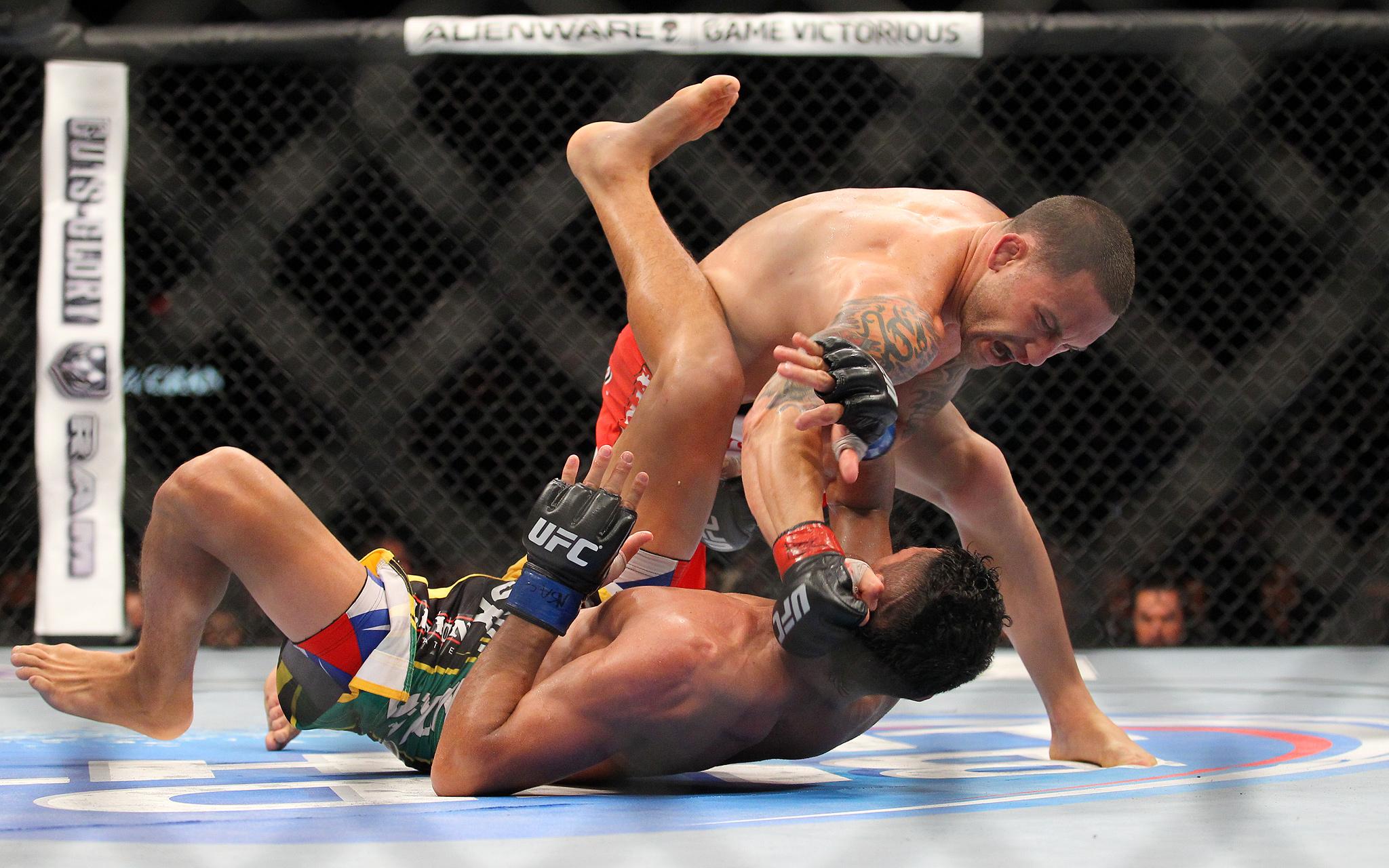 Frankie Edgar takes down Charles Oliveira