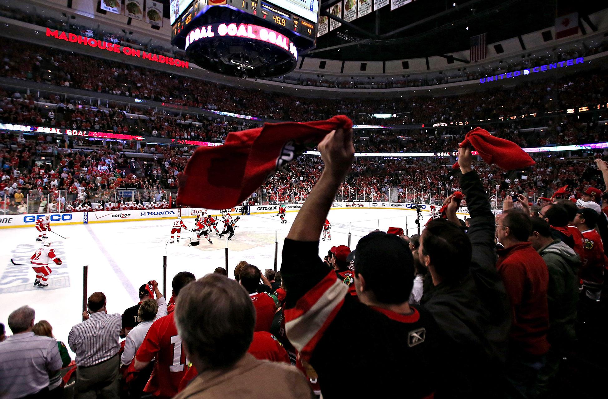 Blackhawks-Red Wings Game 1