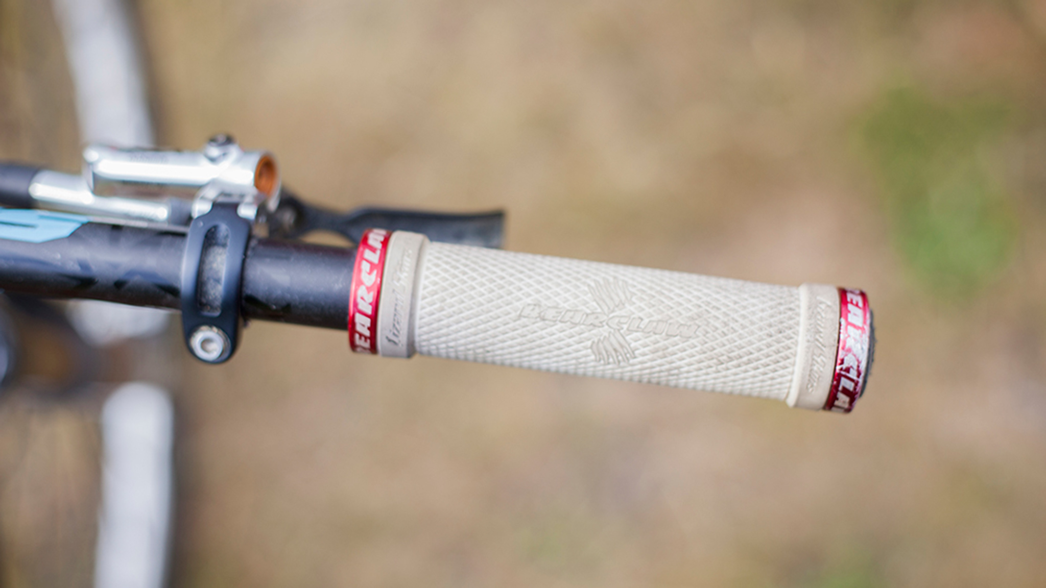 Lizard Skins Signature Bearclaw Lock-On Grips