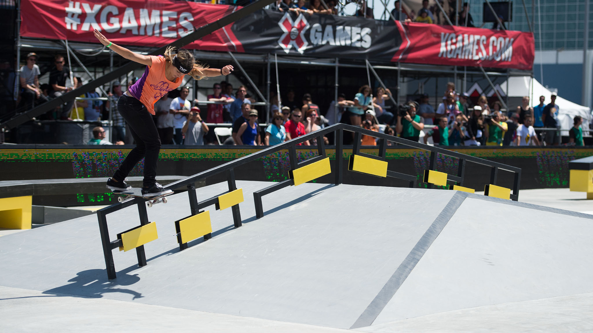 pLeticia Bufoni claimed her sixth X Games medal and her third gold in 2013 with a win in Women's Skateboard Street on Thursday, following her Street win in Foz do Iguaçu and her Real Women video contest win in Barcelona./p