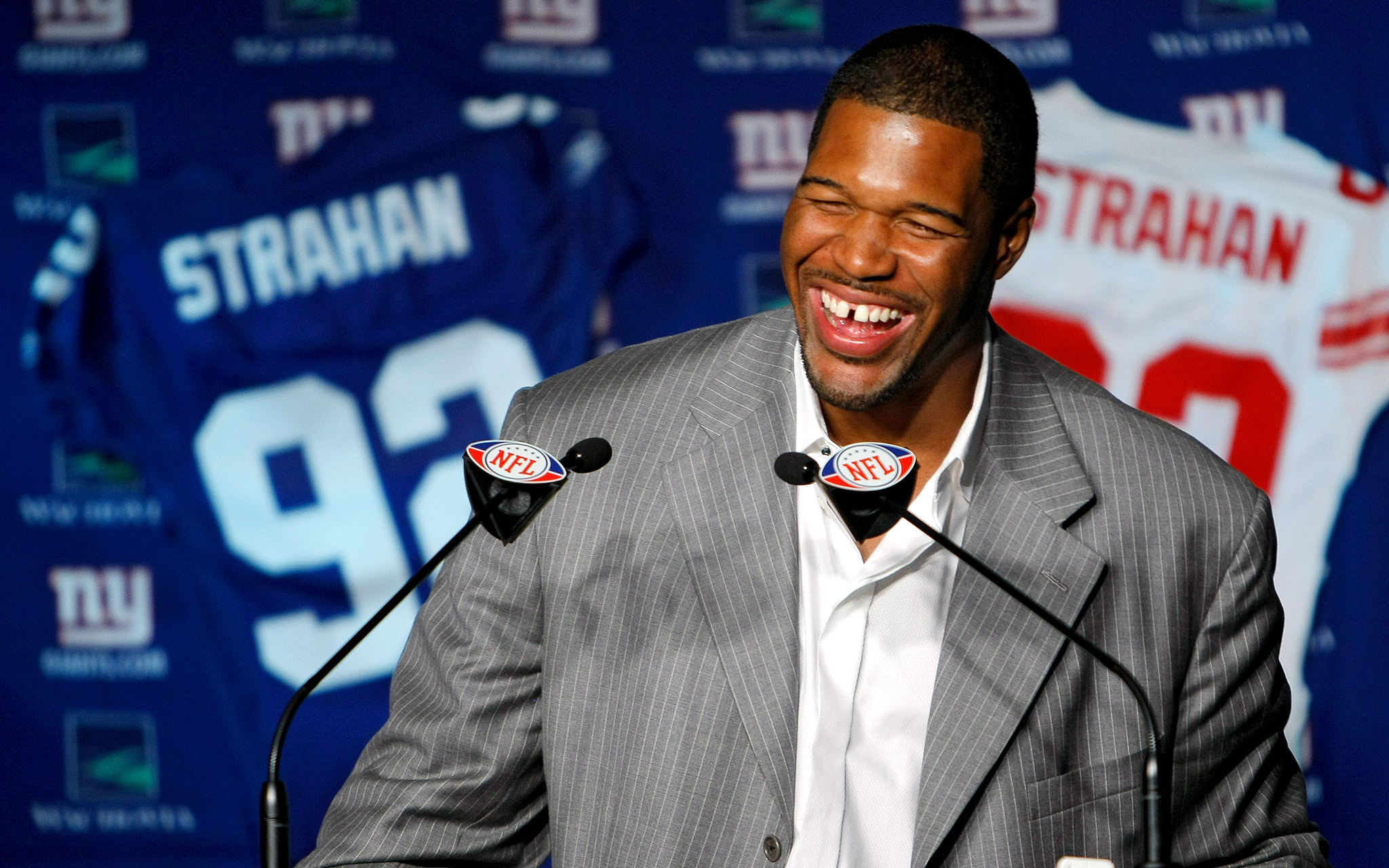 Usually in sports you go out when they tell you to go out, Michael Strahan said during his retirement announcement in June 2008. I have an opportunity to leave when I want to leave. That's the best thing about this.
