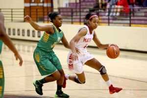 Sophomore guard Jayde Woods helped Mater Dei hold off a late challenge from Long Beach Poly.