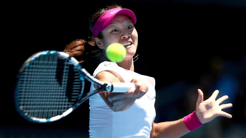 Two-time Australian Open finalist Li Na didn't go through many balls in her 61-minute, 6-2, 6-0 win over Ana Konjuh in the first round.