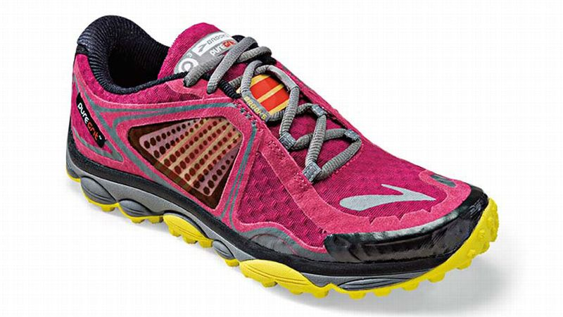 With a new upgraded outsole, the latest version of the PureGrit showcases a superior lug pattern design and a forefoot propulsion plate, making this model perfect for highly technical terrain. Along with a rounded heel and their signature elastic midfoot Nav Band, this shoe provides more protection on the trails than previous versions, while still maintaining a comfortable, foot-form fit.