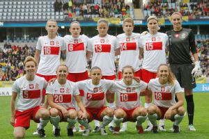 Nikki Phillips (No. 18) and Evelyn Nicinski (No. 10) both earned their first caps with the Polish senior national team in a friendly last August.