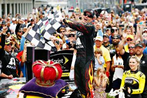 Jeff Gordon pulled away Sunday for a NASCAR-record fifth win at Indianapolis Motor Speedway.