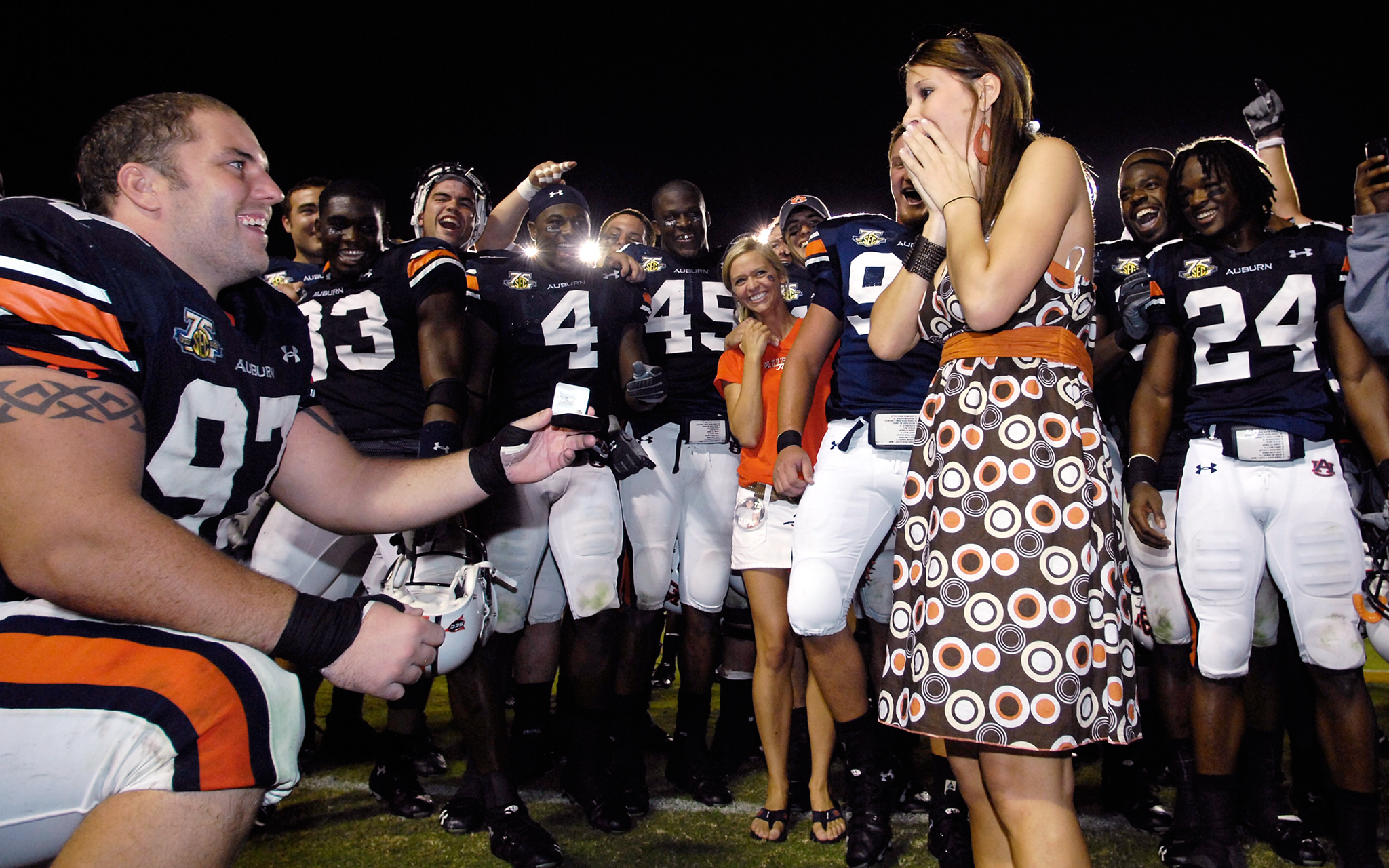 Auburn defensive lineman Josh Thompson waited until after his 2007 game against New Mexico State to ask his girlfriend Renee Steptoe for her hand in marriage.
