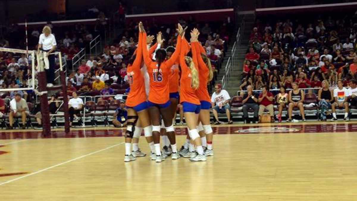 Florida was able to celebrate coach Mary Wise's 800th career victory after the Gators upset then-No. 6 USC on the Trojans' home court on Friday.