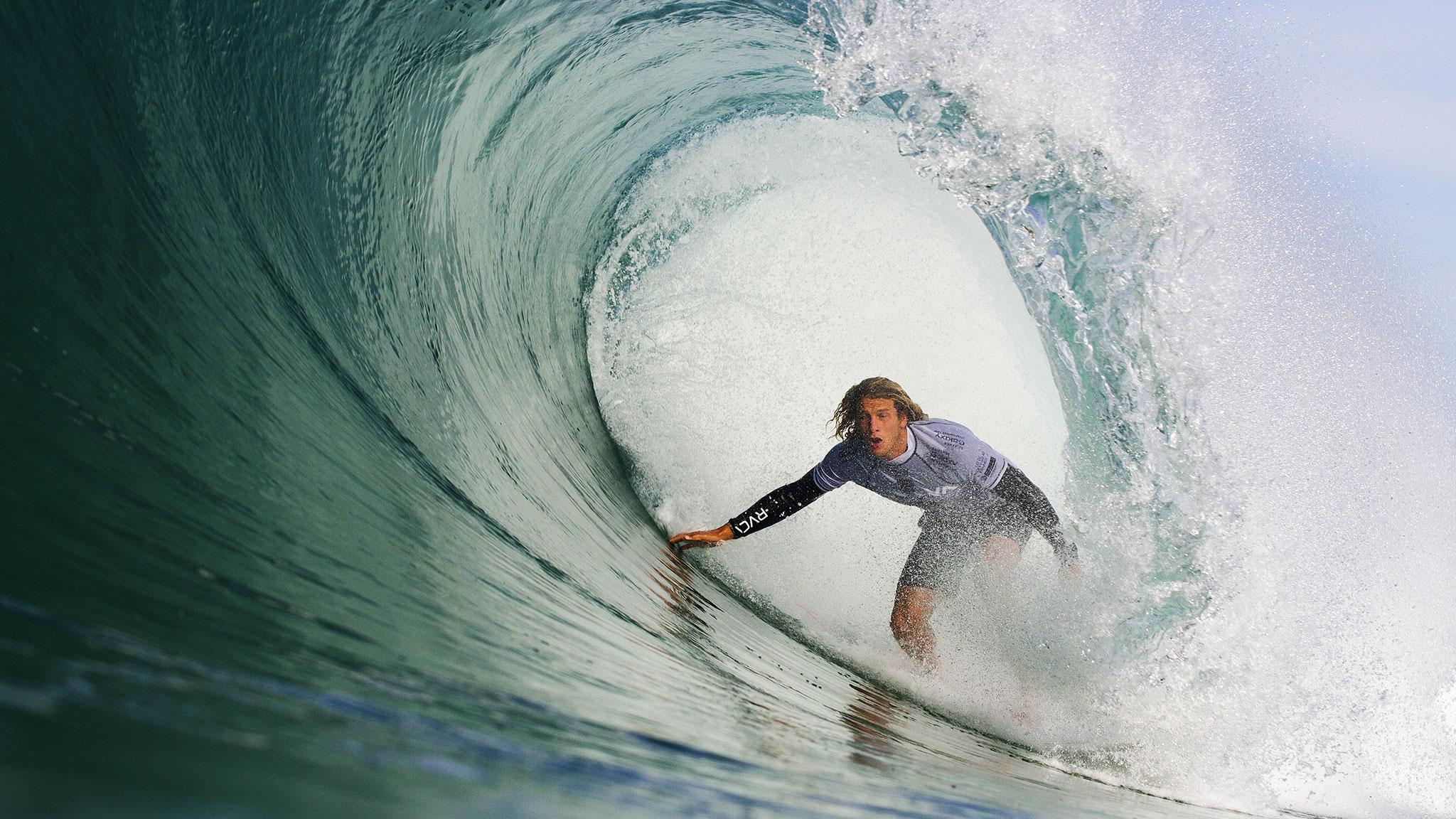 Christie stops De Souza